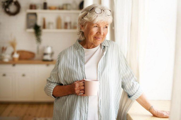 lady-coffee-thinking